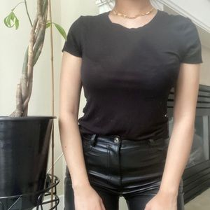 ZENANA OUTFITTERS Black Scoop Neck Basic T-shirt